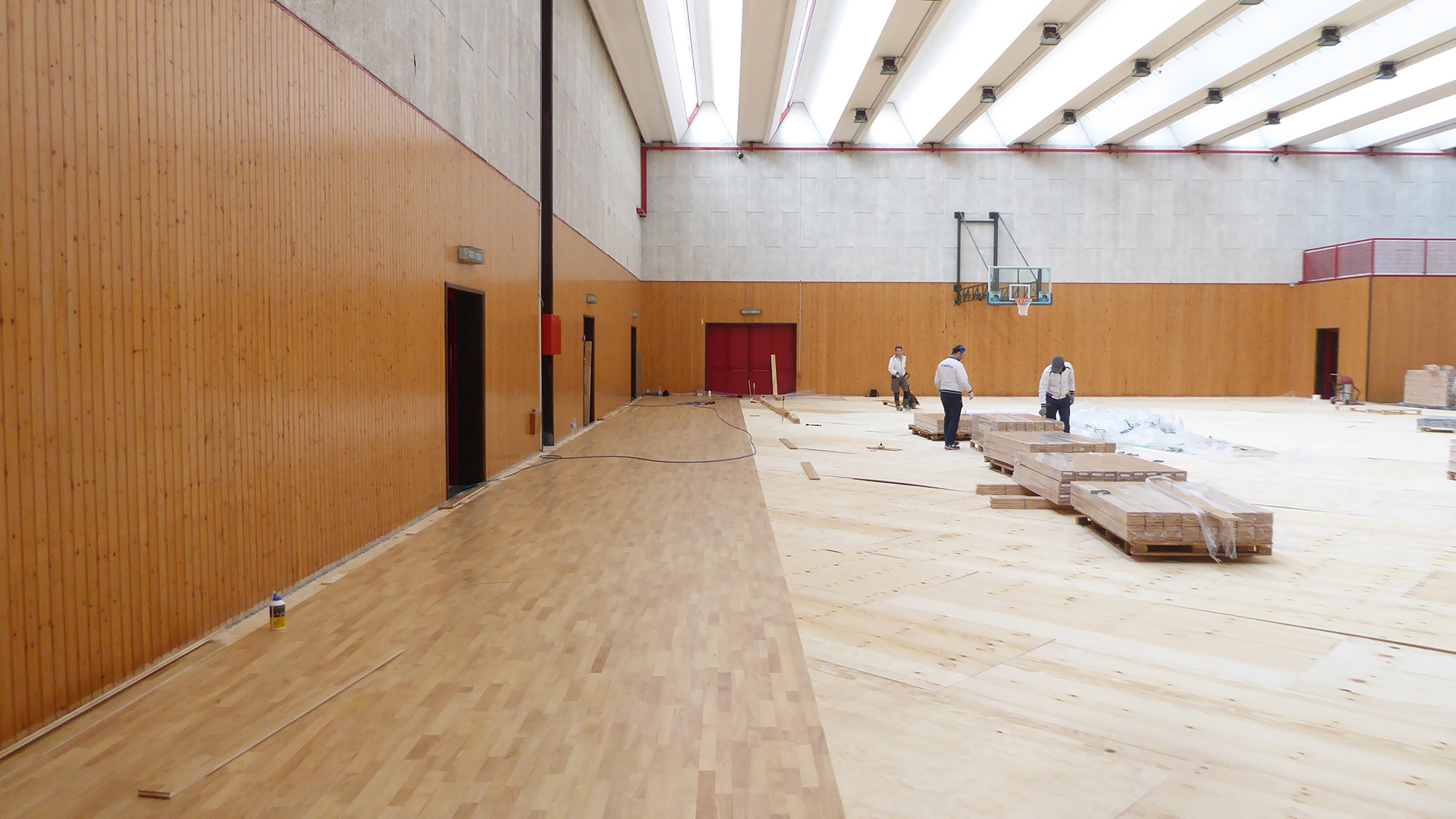 The laying of the sports parquet in hevea rubber wood
