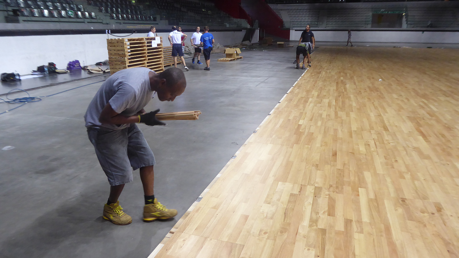 Laying the last row of removable parquet panels