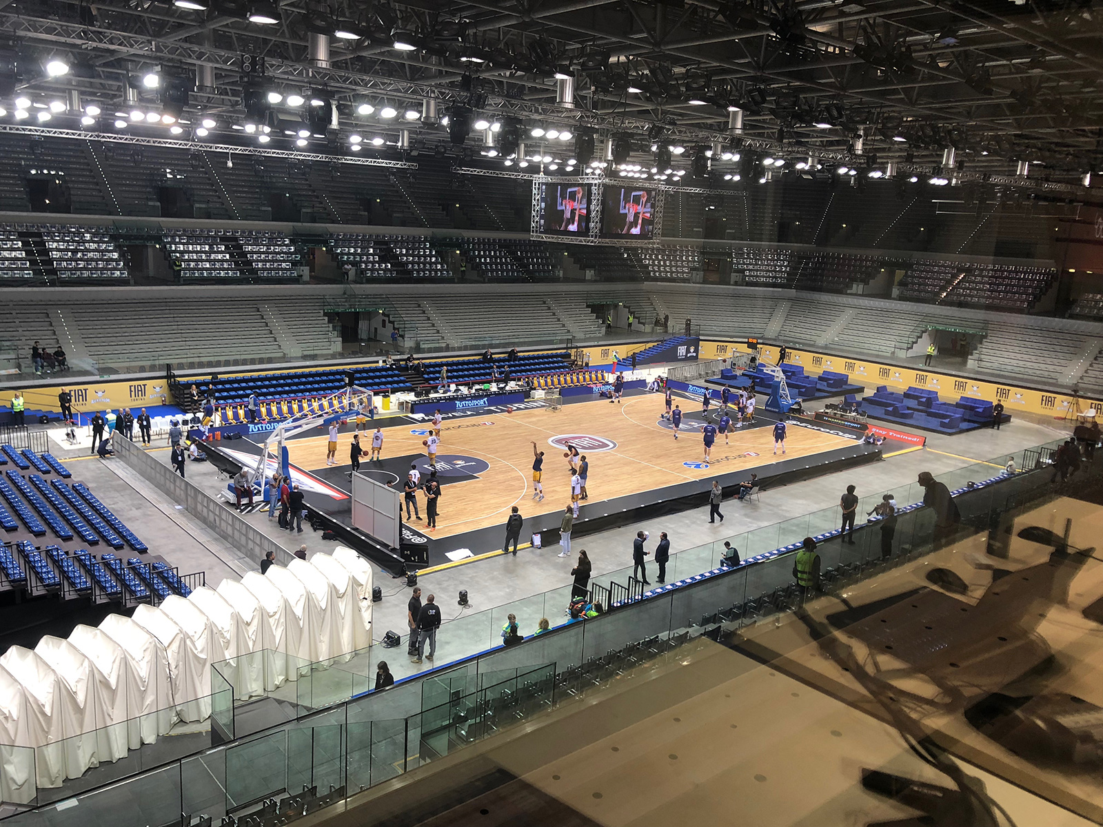 The warmup of the two teams in Eurocup