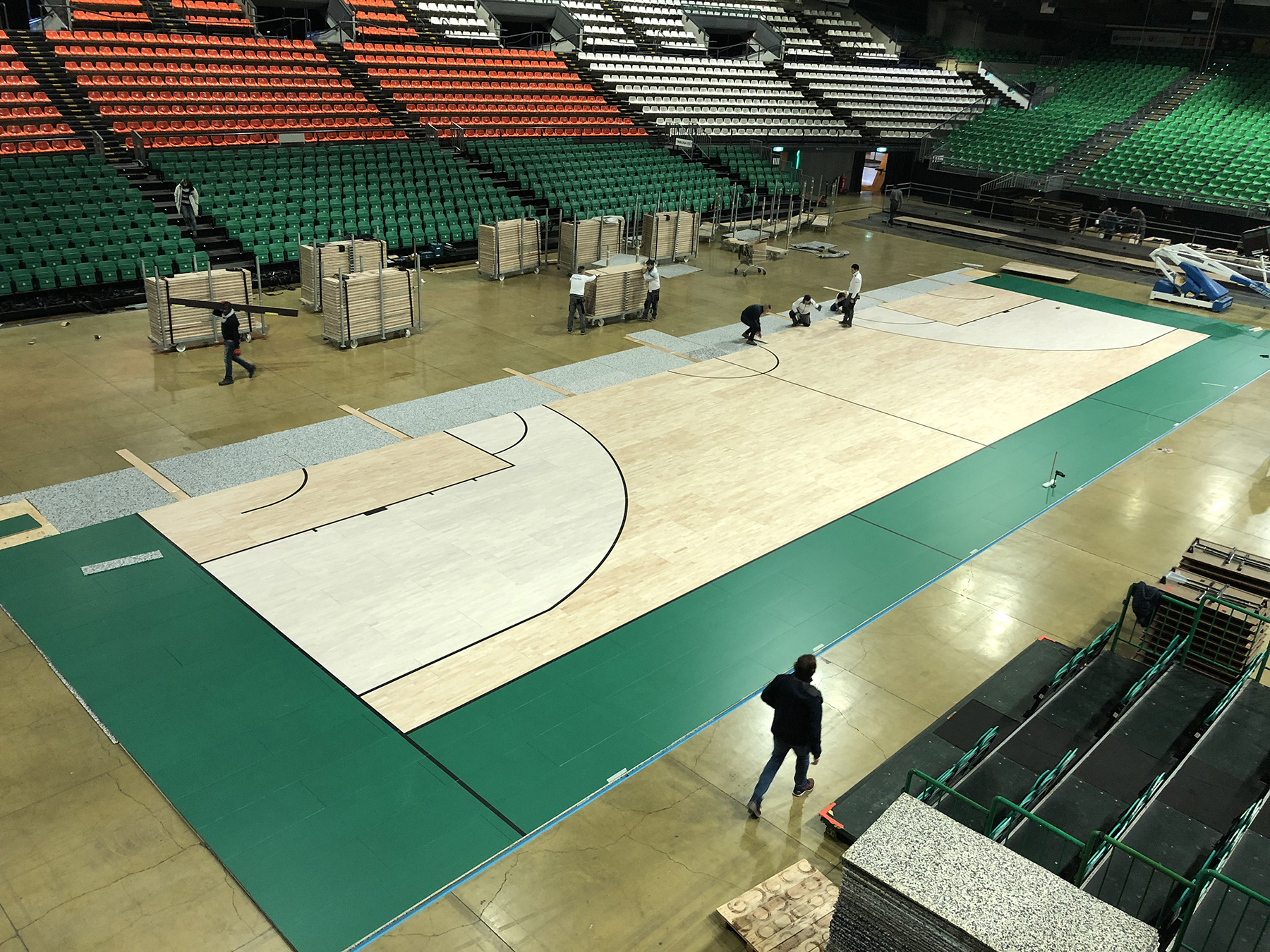 You see the new bleached areas: same treatment performed at the Forum of Assago, at PalaVela in Turin, at PalaLeonessa di Brescia and at PalaTrento