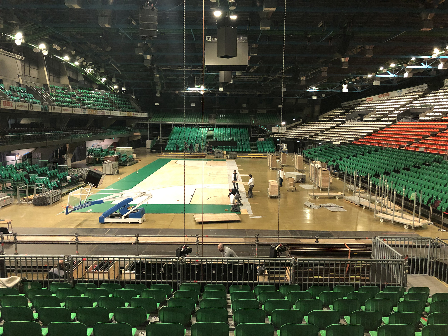 Preparations at the Mandela Forum, Dalla Riva Sportfloors protagonist with its new removable parquet