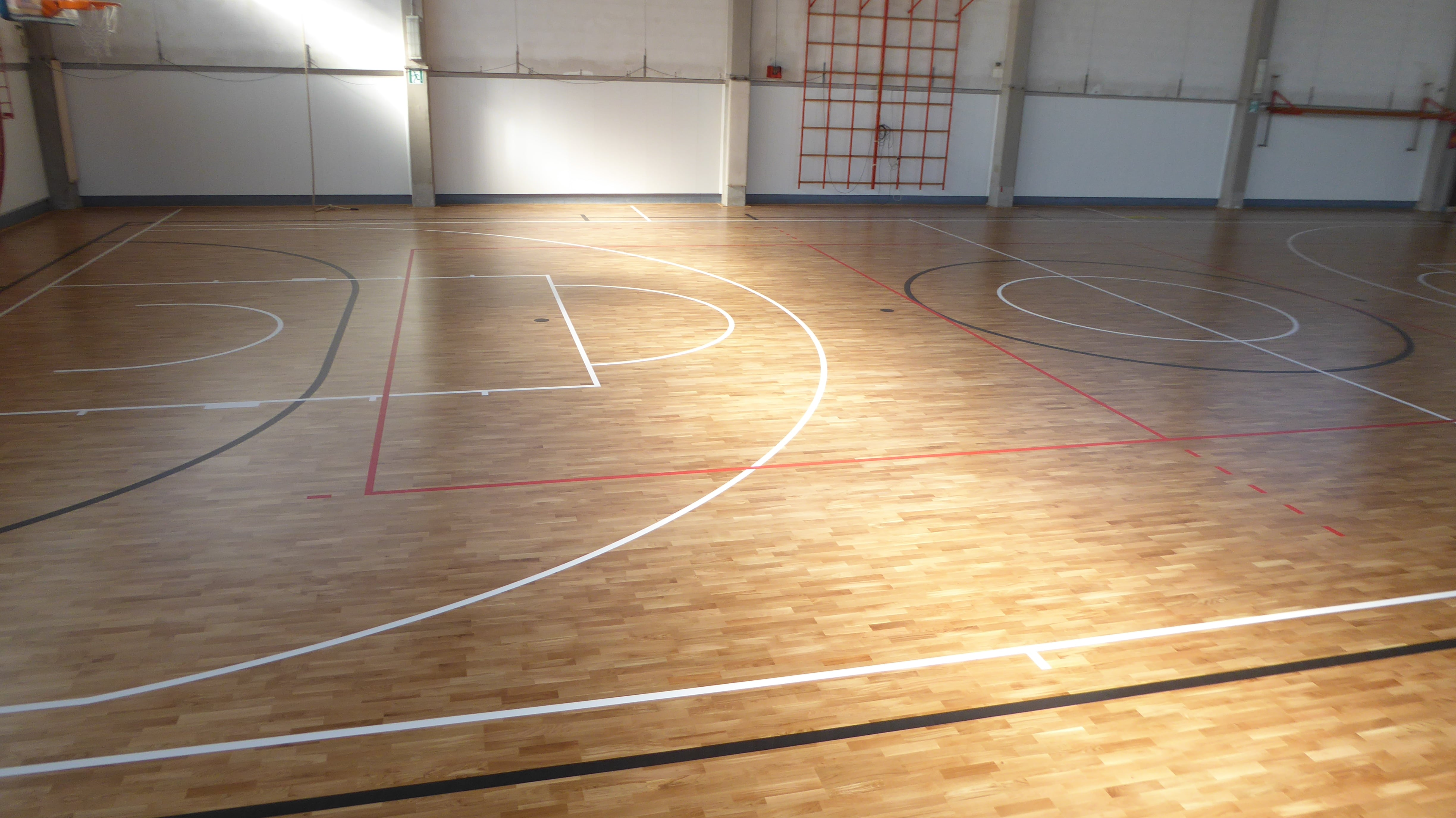 Basketball, volleyball and futsal on the new flooring