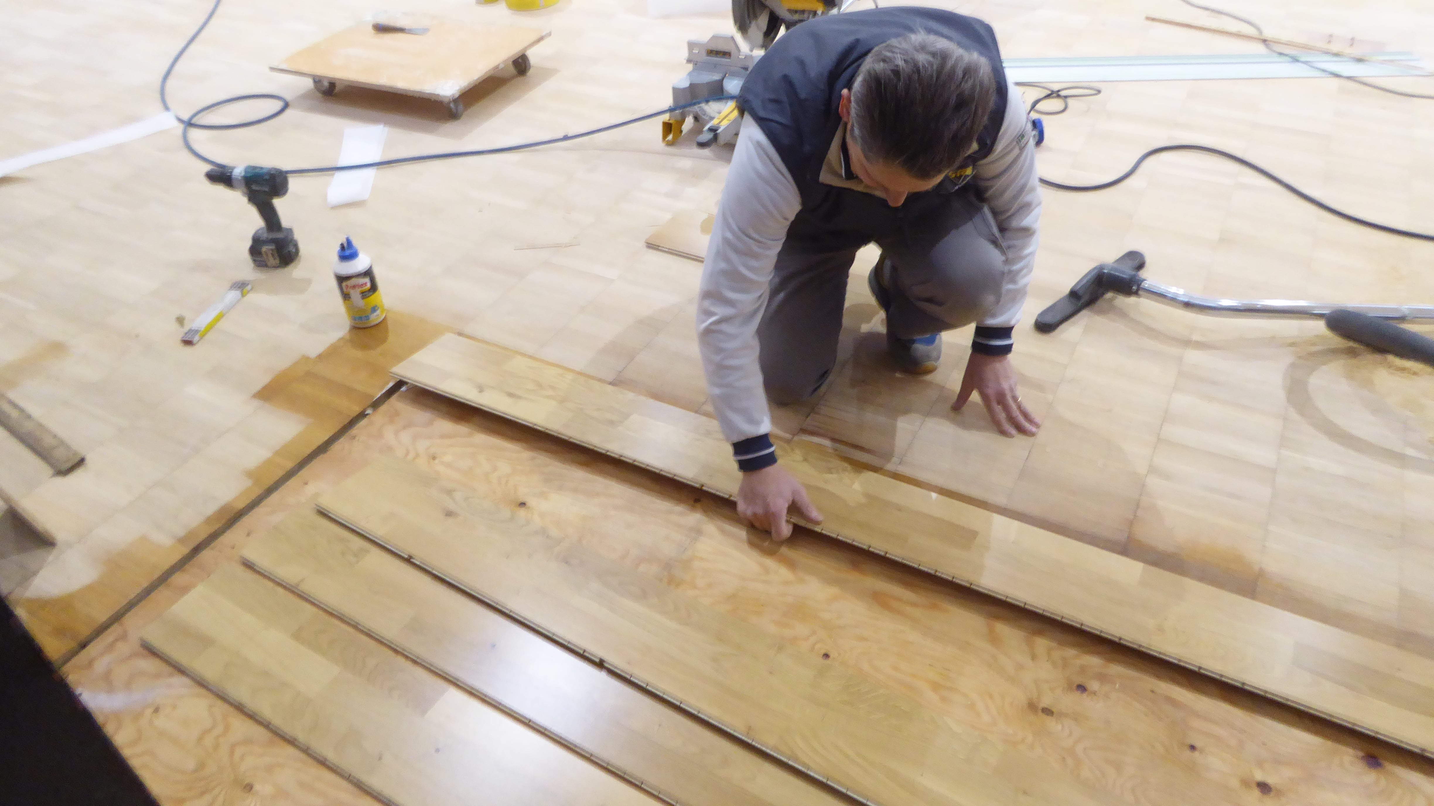 The operations of restoration and replacement of some planks