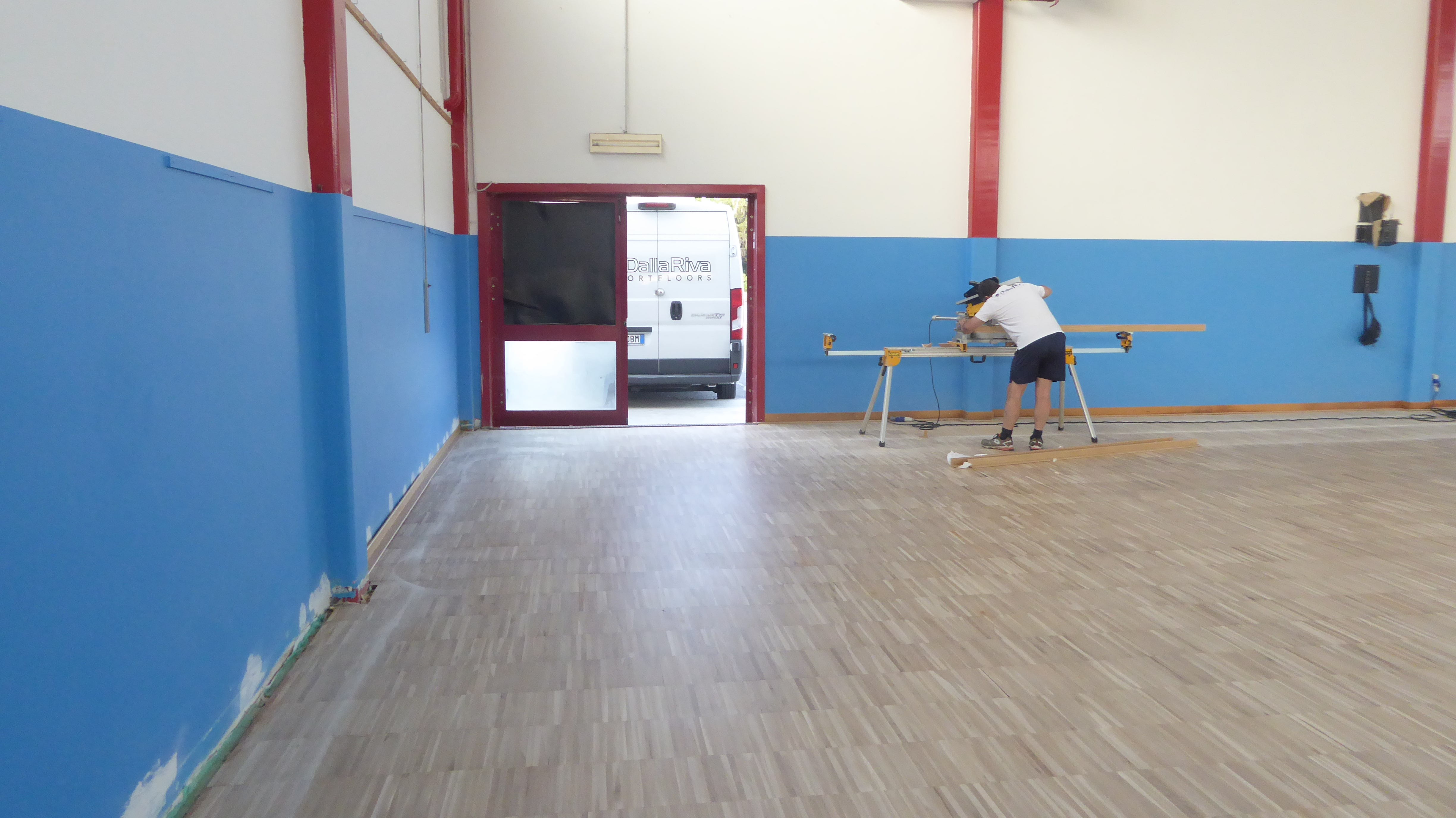 The technicians Dalla Riva engaged in the arrangement of the skirting board