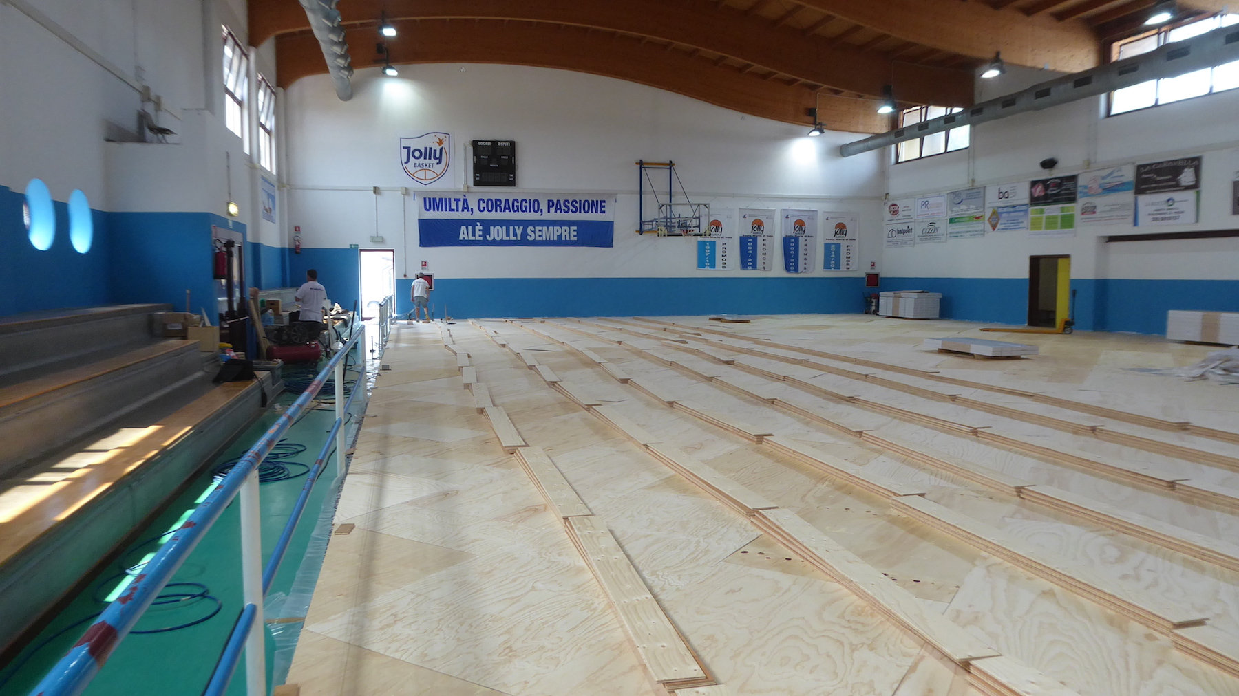 The installation of sports parquet
