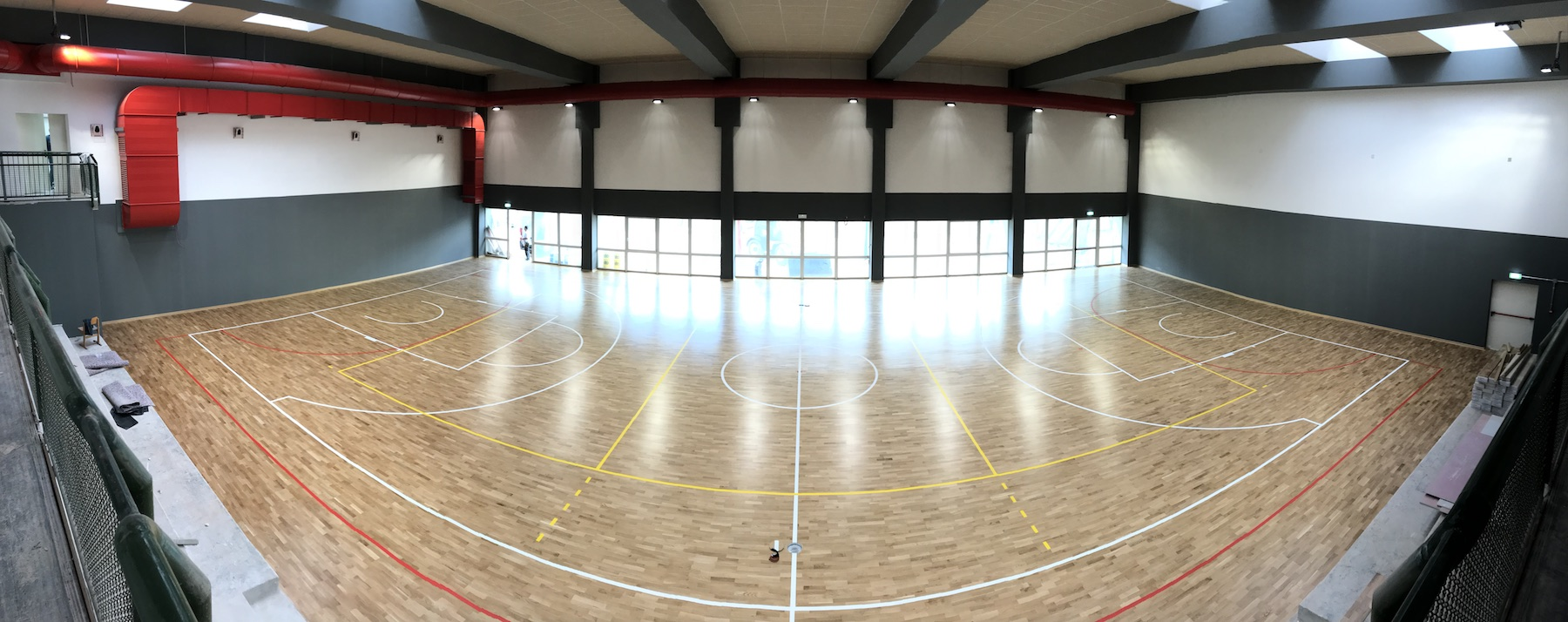 Playwood 4 in oak essence in the Trentino gym