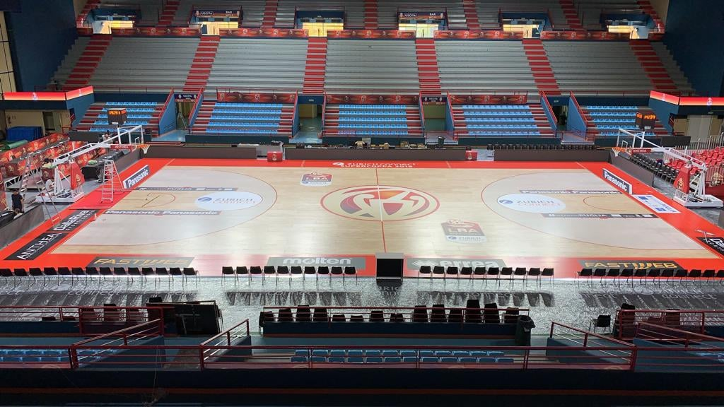 The removable DR parquet at the end of the set-up
