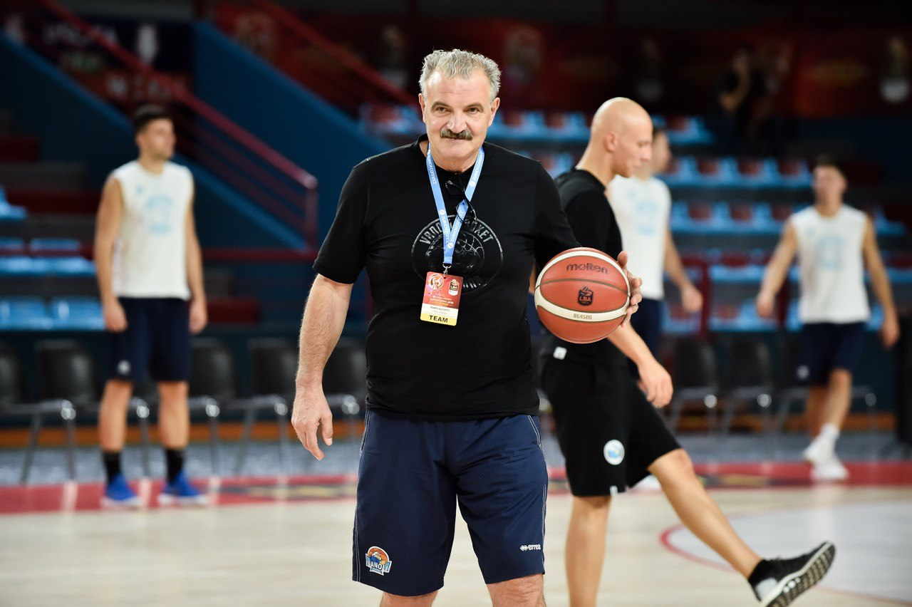 Meo Sacchetti, the coach of Cremona and the Italian national basketball team, on our sports parquet