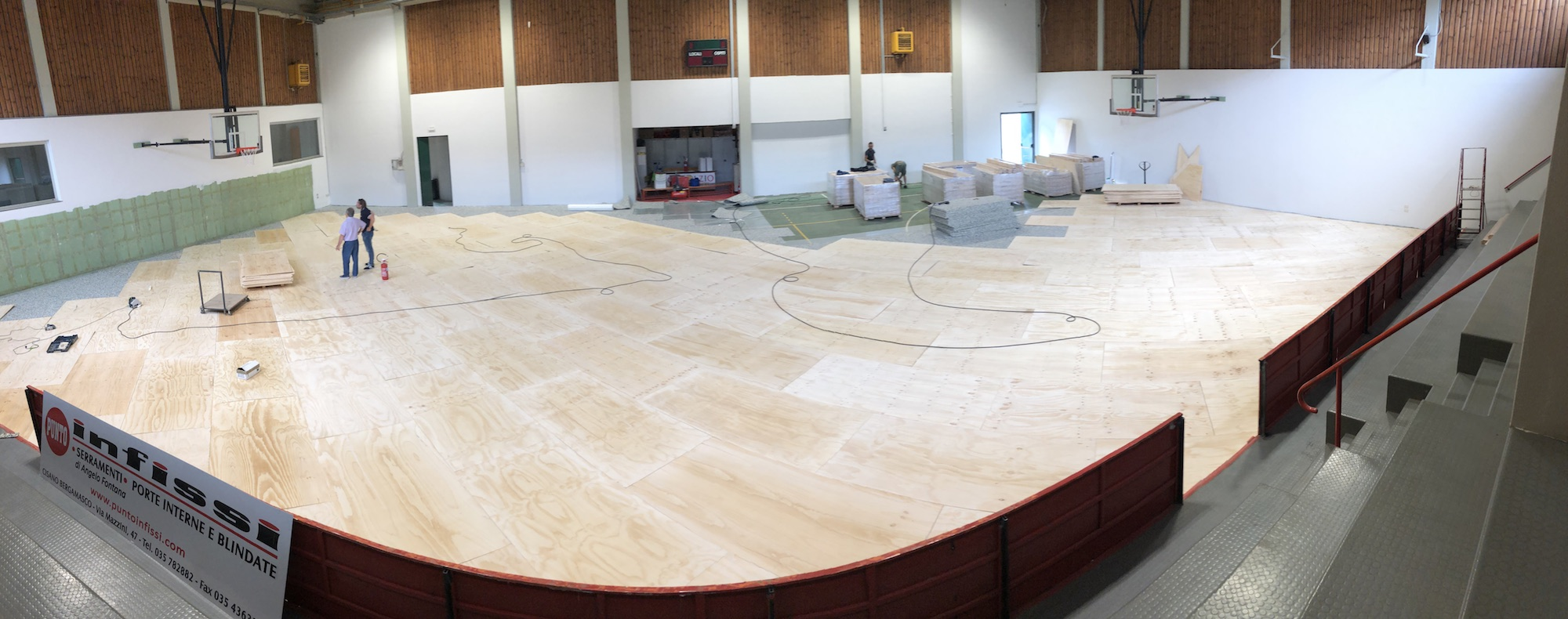 The installation of the plywood floor divider