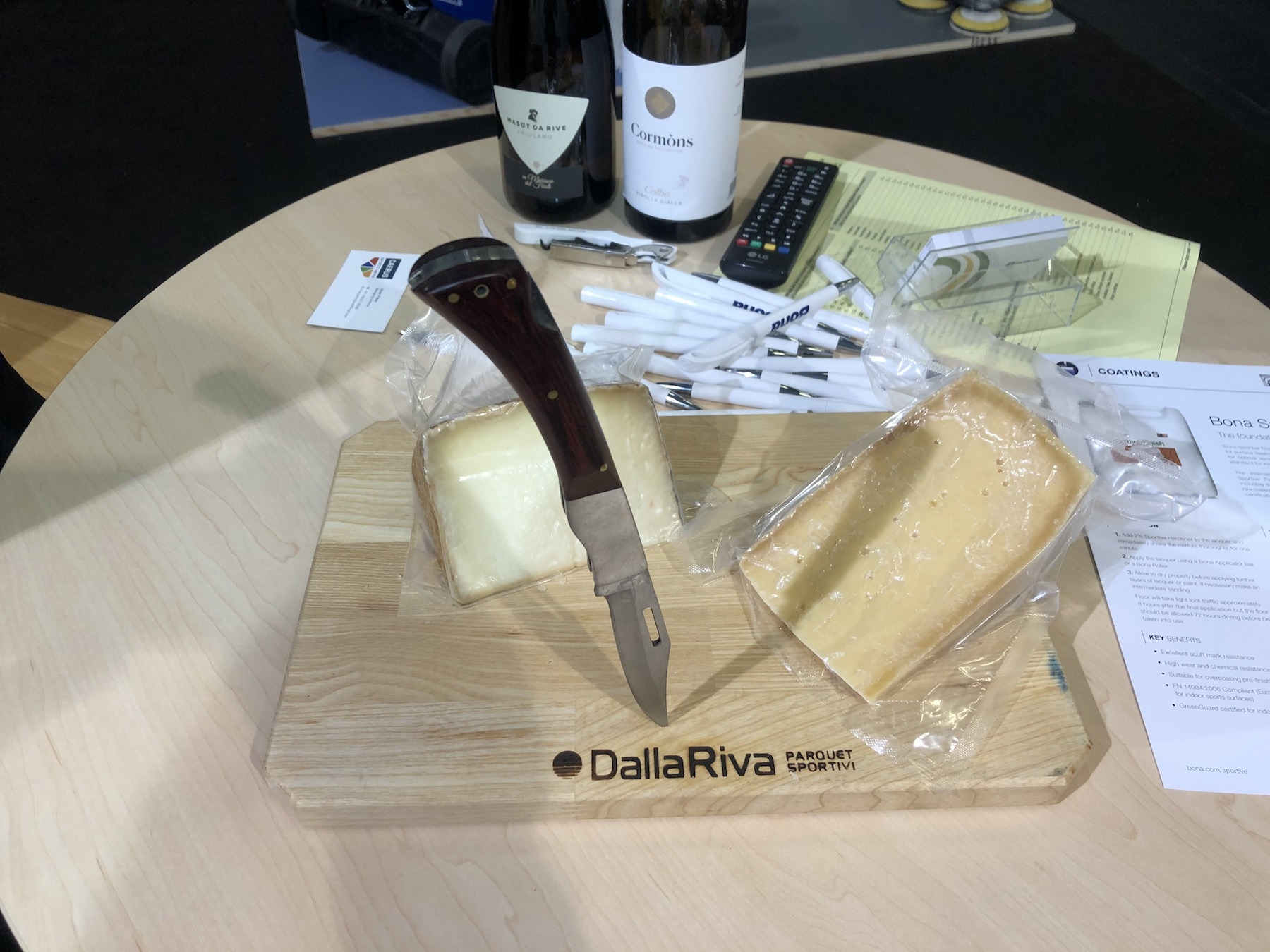 A moment of relaxation during the fair with cheese and wine made in Italy