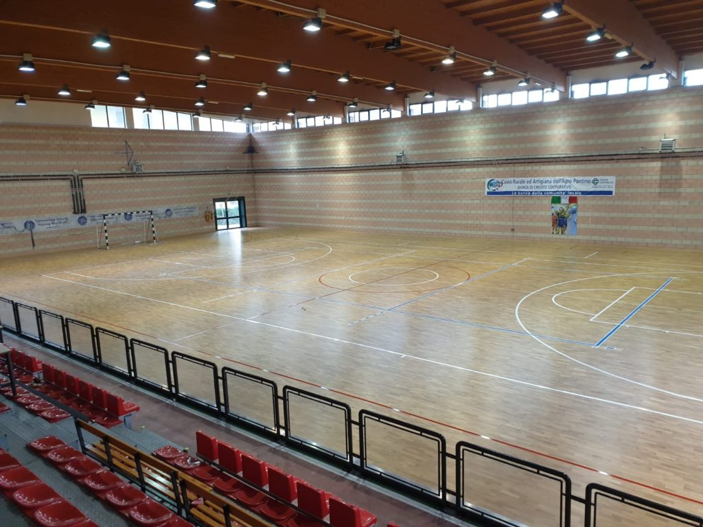 The works were carried out in a workmanlike manner by the technicians and covered 1100 m2 of new high-performance sports parquet.