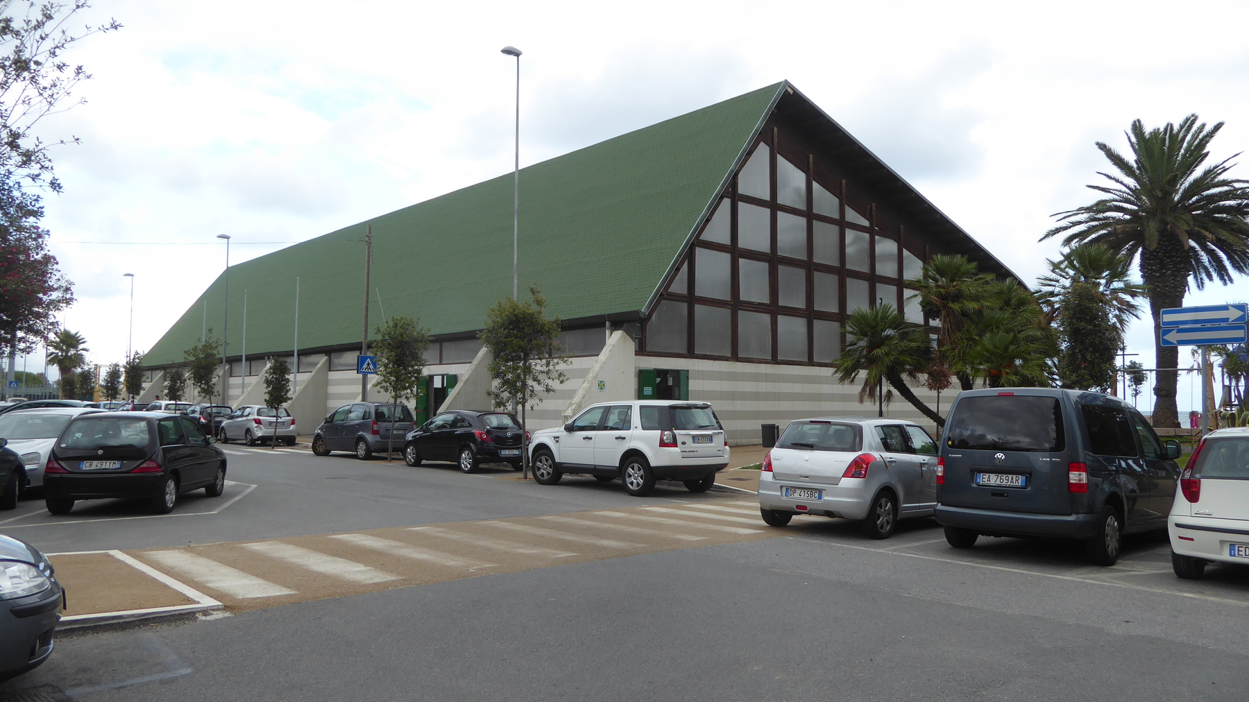 The Savonese sports facility from the outside - street view