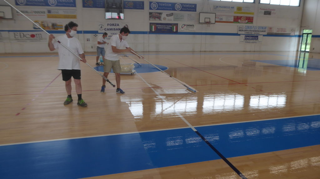 Camisano Vicentino: 1100 square meters of sports parquet sanding