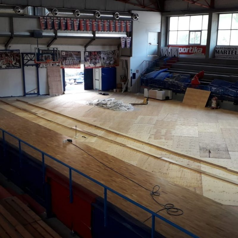The installation phase of the sports parquet