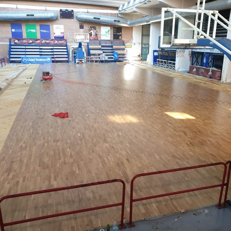 The laying of the flooring signed Dalla Riva Sportfloors is almost completed
